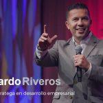 Bernardo Riveros, coach y estratega en desarrollo empresarial colombiano, recibe premio a la excelencia latina en Canadá.